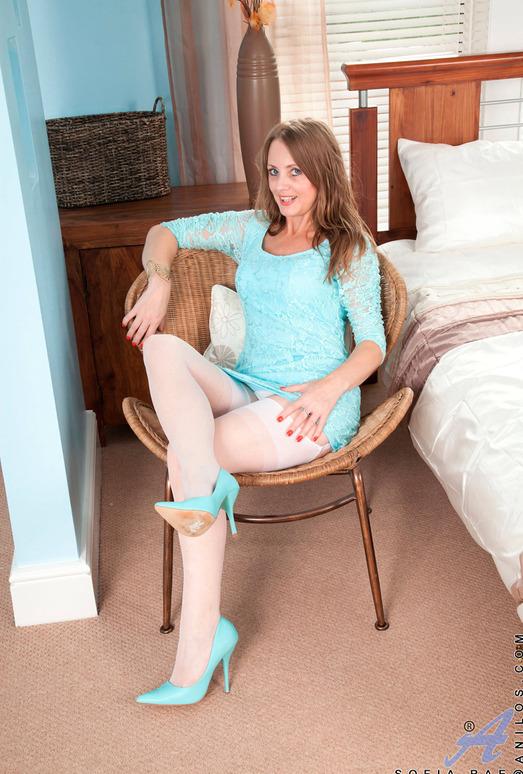 Sofia Rae - Bedroomrubbing