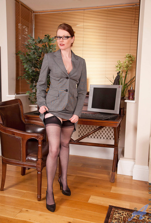 Holly Kiss - Office - Anilos