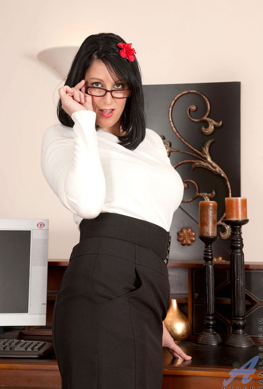 Raven - Business Woman - Anilos