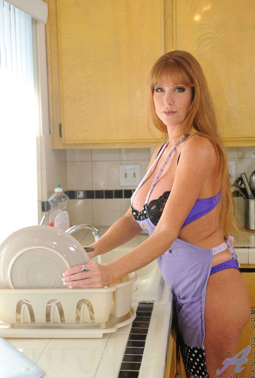 Darla Crane - Housewife - Anilos