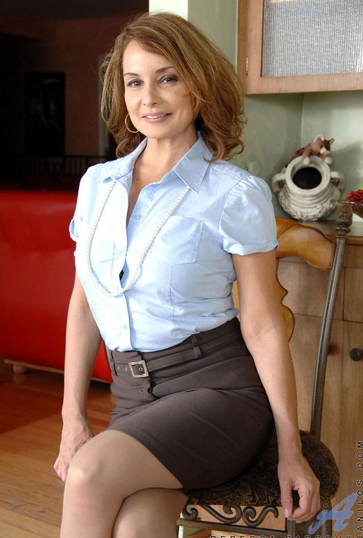 Rebecca Bardoux - Elegant - Anilos