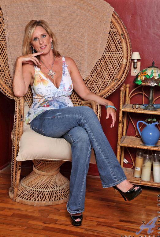 Jodi West - Big Dildo - Anilos