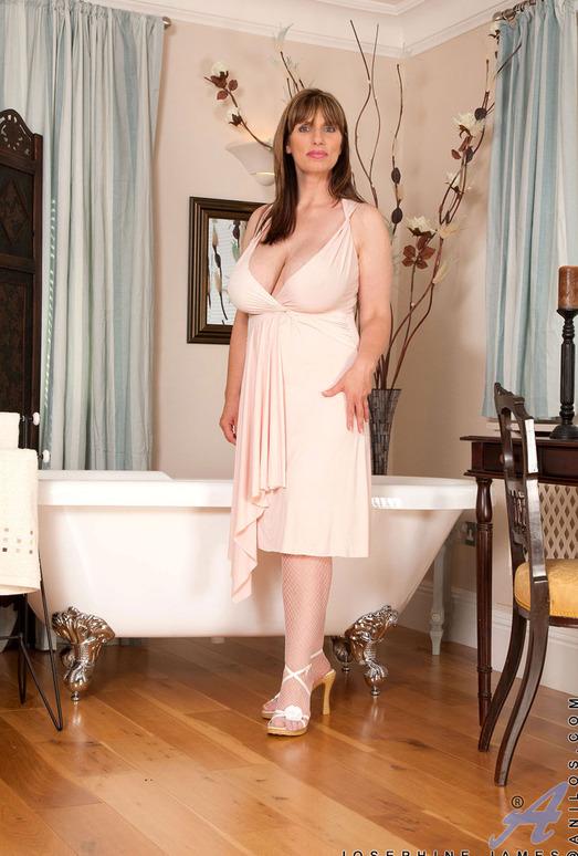 Josephine James - Elegant - Anilos