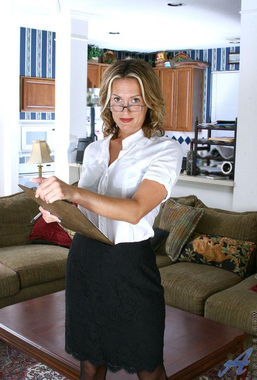 Jolie - Horny Secretary - Anilos