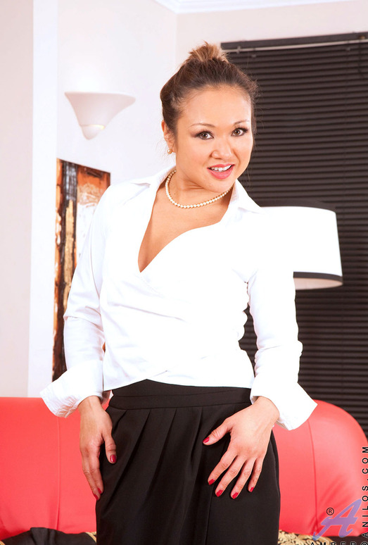Amber - Office Milf - Anilos