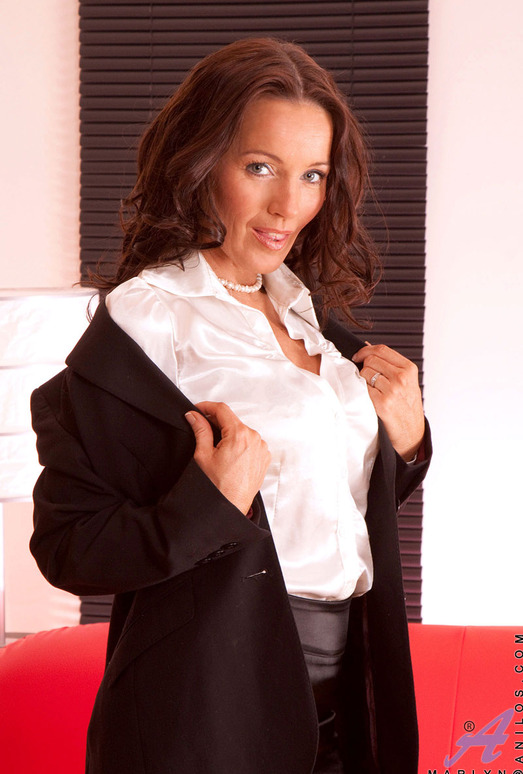 Marlyn - Business Woman - Anilos