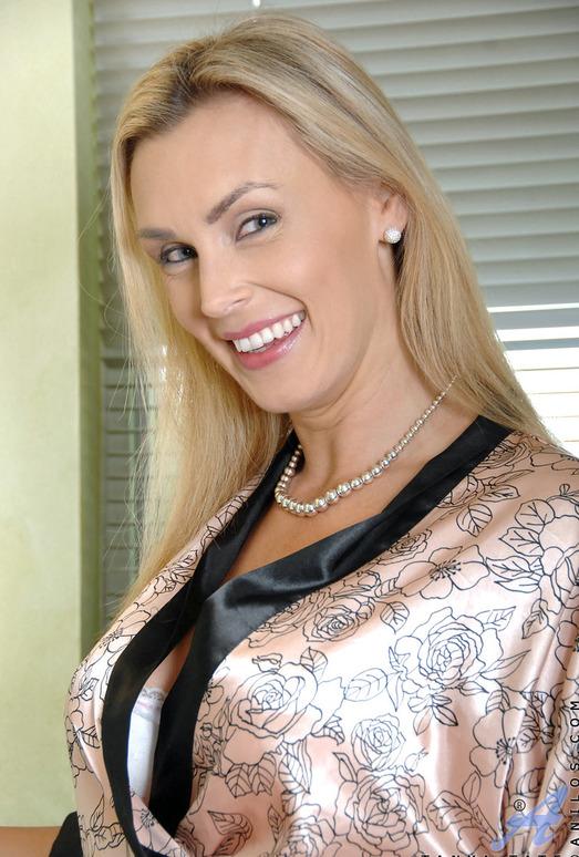 Tanya Tate - Vibrator Fun - Anilos