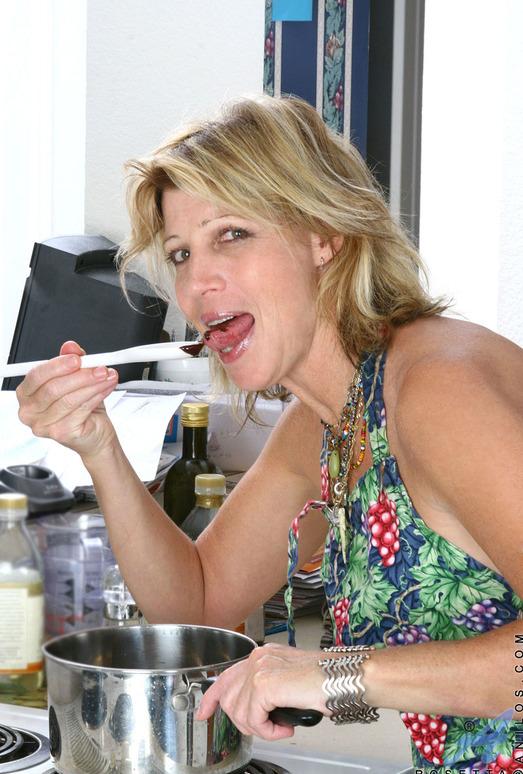 Rosetta - Nude Housewife - Anilos