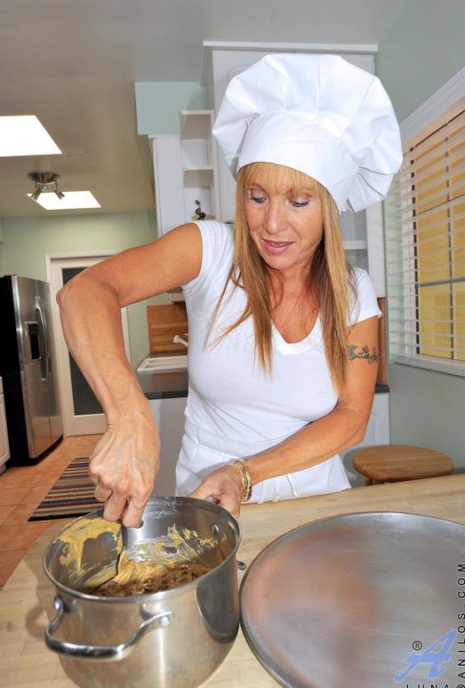 Luna - Chef - Anilos