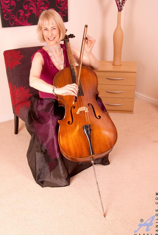 Hazel - Musician - Anilos