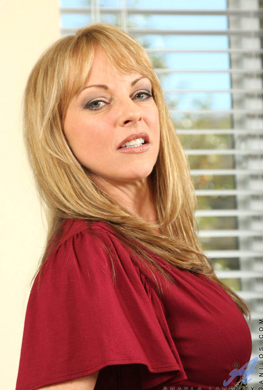 Shayla Laveaux - Couch Spreading