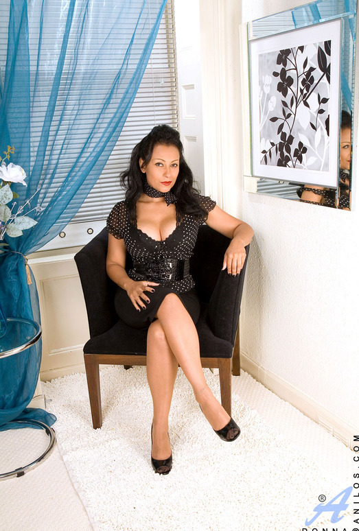 Donna - Black Outfit - Anilos