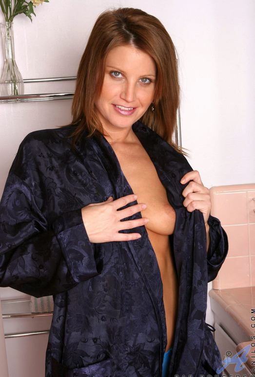 Rae Rodgers - Bathrobe - Anilos