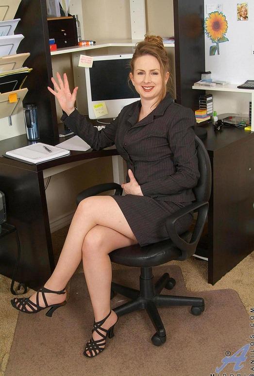 Midori - Office Work - Anilos