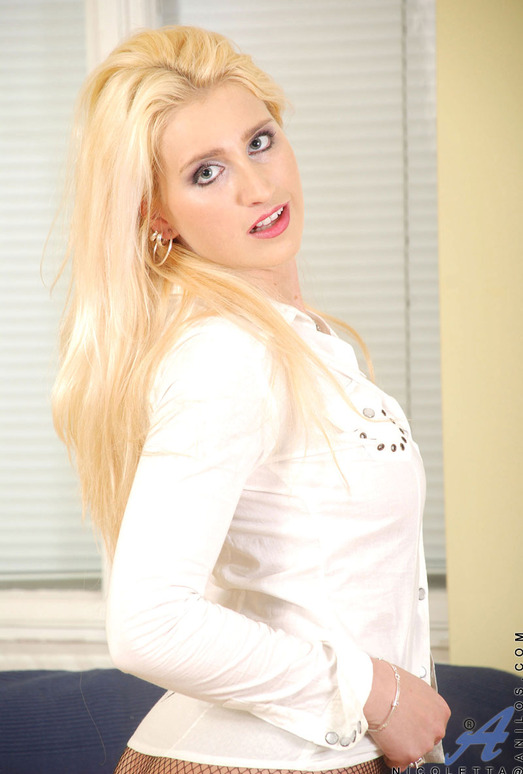 Nicoletta - Pantyless - Anilos