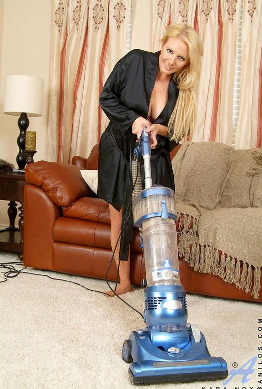 Kara Nox - Vacuuming - Anilos