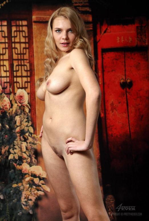 Nude Model Sonya - Story