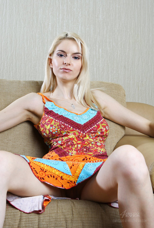 Striptease - Izolda - Pretty4Ever