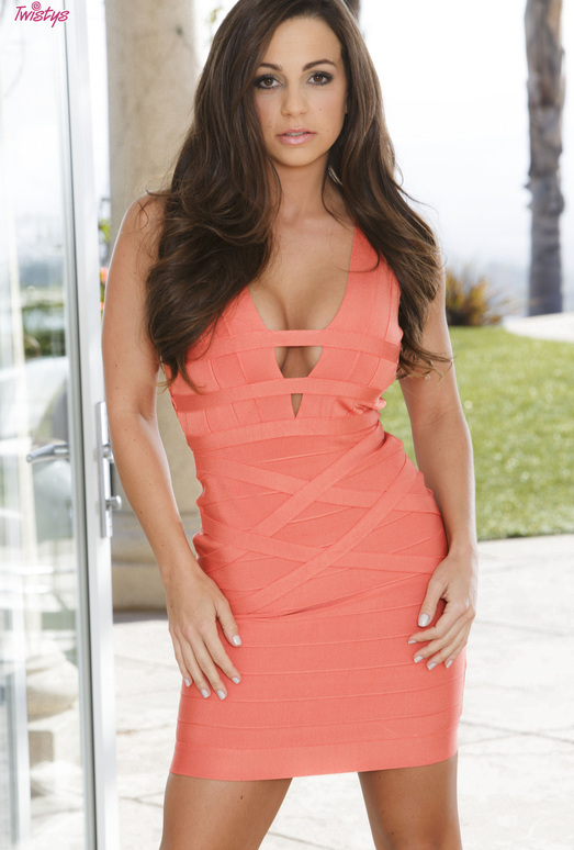 Abigail Mac Is Mouth-Watering In Sexy And Elegant Dress