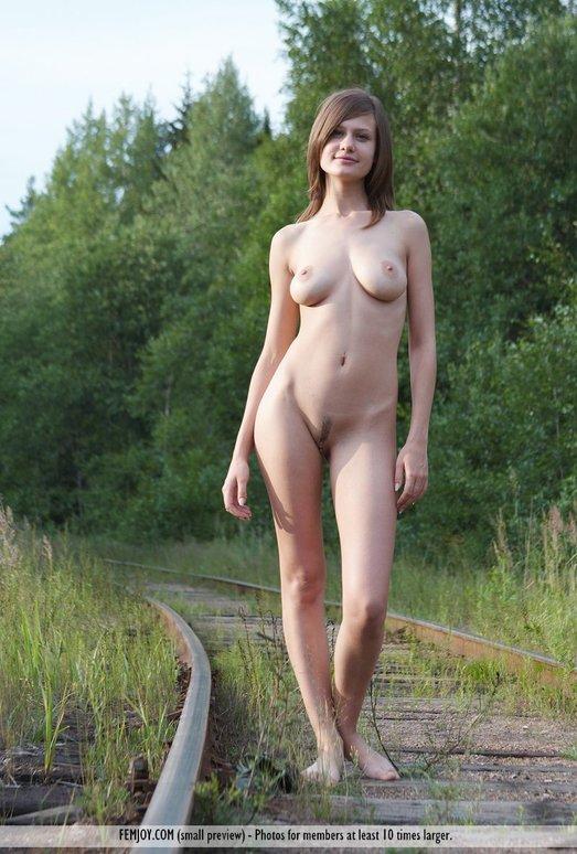 Railway Picnic - Lea - Femjoy