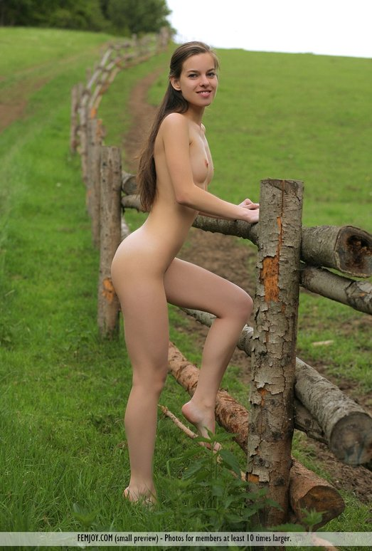 Young irish nude girls photo