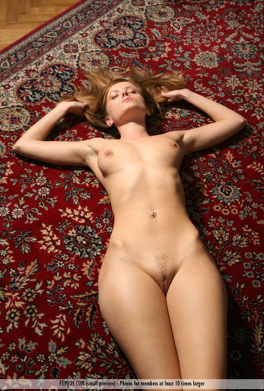 Model On A Carpet - Nicci