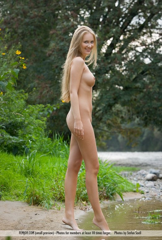 Golden River - Kinga - Femjoy