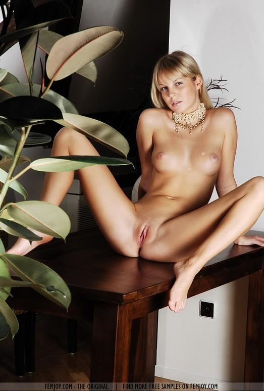 Quietly - Belinda - Femjoy
