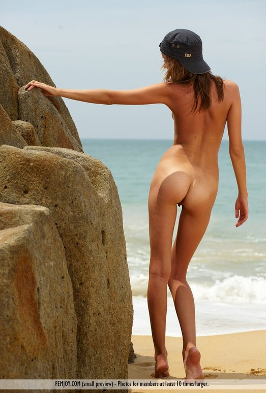 Desert Island - Amelie