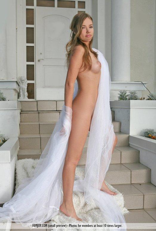 White Dahlia - Gabby - Femjoy