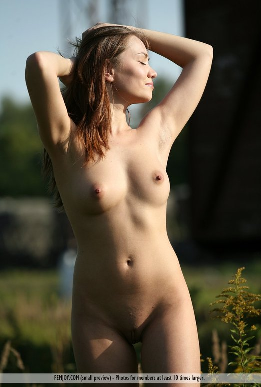 Eye Contact - Olena - Femjoy
