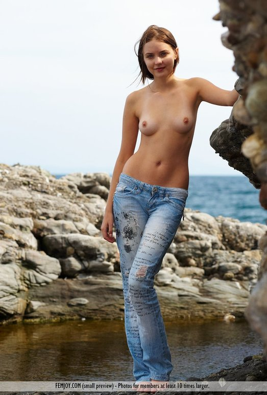 Right Here - Amelie - Femjoy