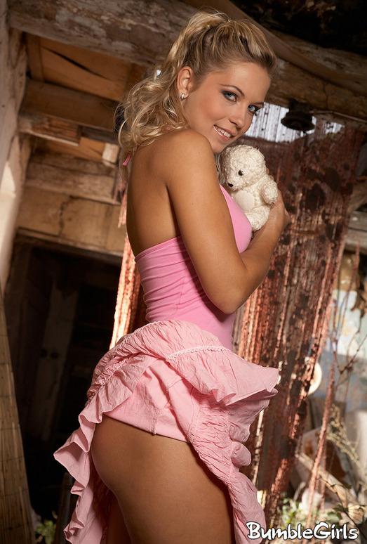 Jenni Blue - BumbleGirls