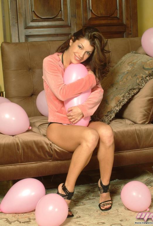 Isabella Sanchez - MaxGlamour