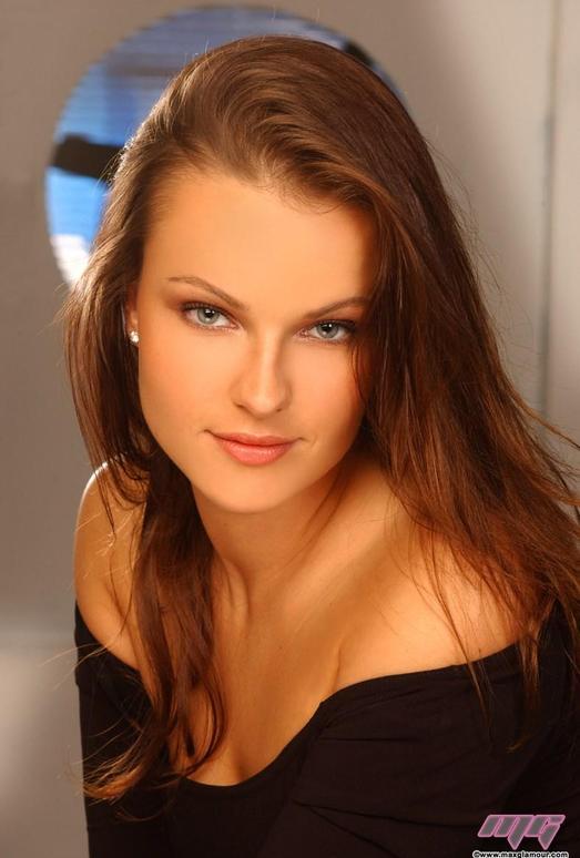 Eva Holmes - MaxGlamour