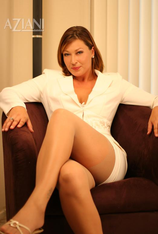 Alischa - the boss in pantyhose