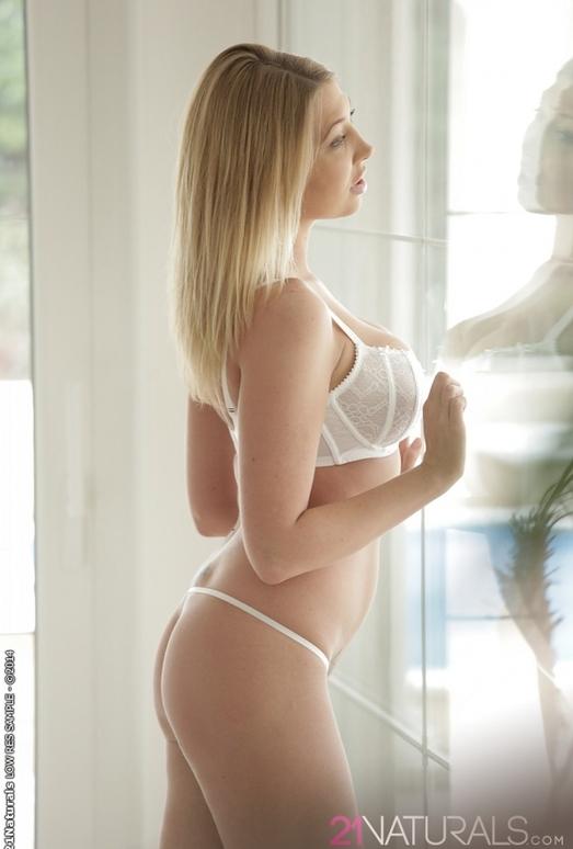 Golden - Lexi Lowe