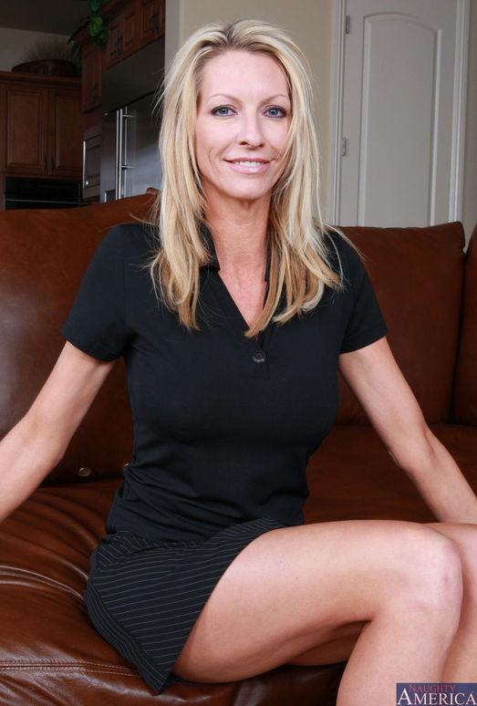 Blonde teacher emma starr fuck her student - 1 part 1