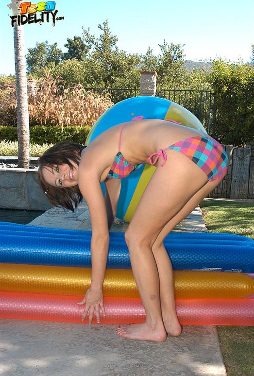 Poolside Pussy - Kelly Klass