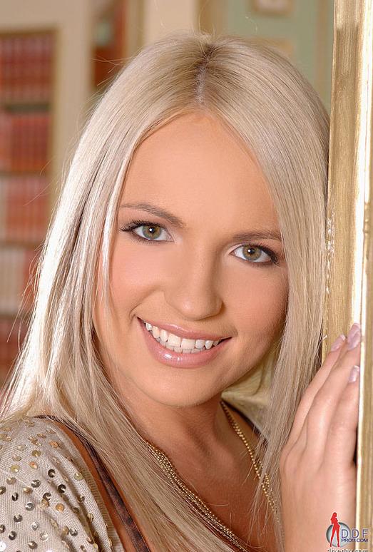 Britney Spring - 1by-day