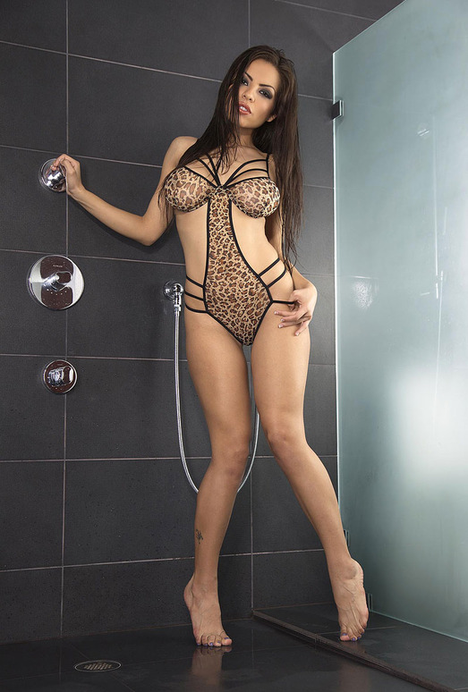 Yurizan Beltran taking a shower