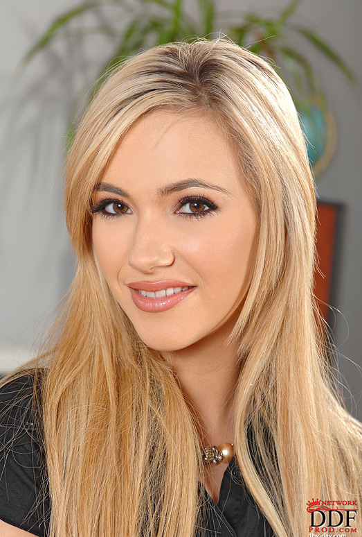 Sophia Knight - 1by-day