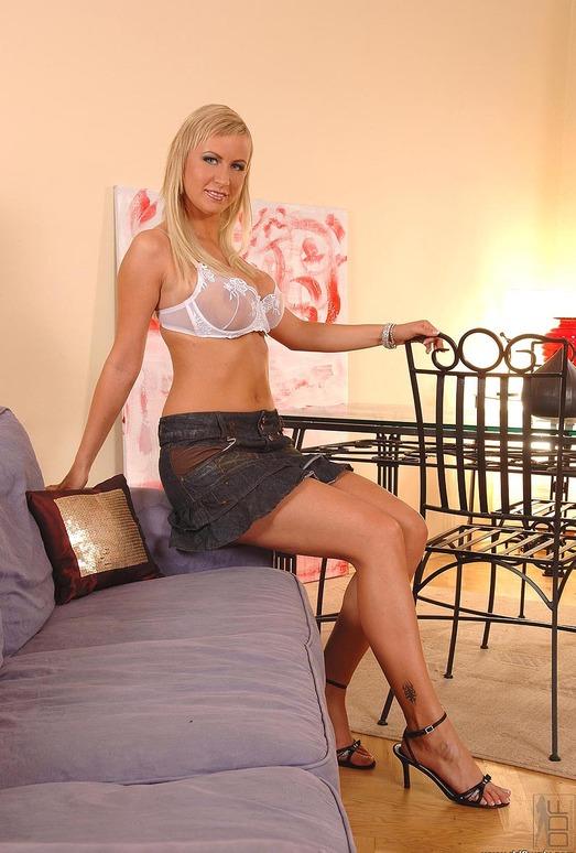 Rachel - DDF Busty