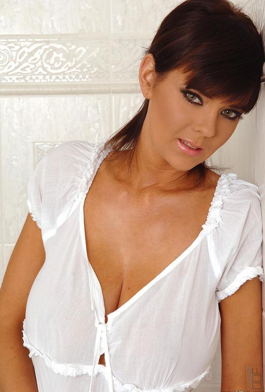 Gabriela - DDF Busty