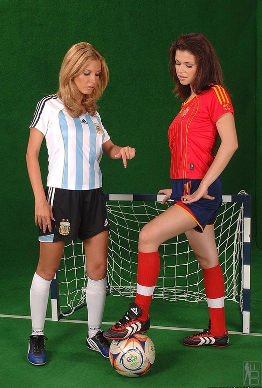 Eleanor & Virginiee - Euro Girls on Girls