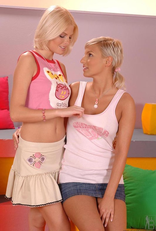 Eve Smile & Wiska - Euro Girls on Girls