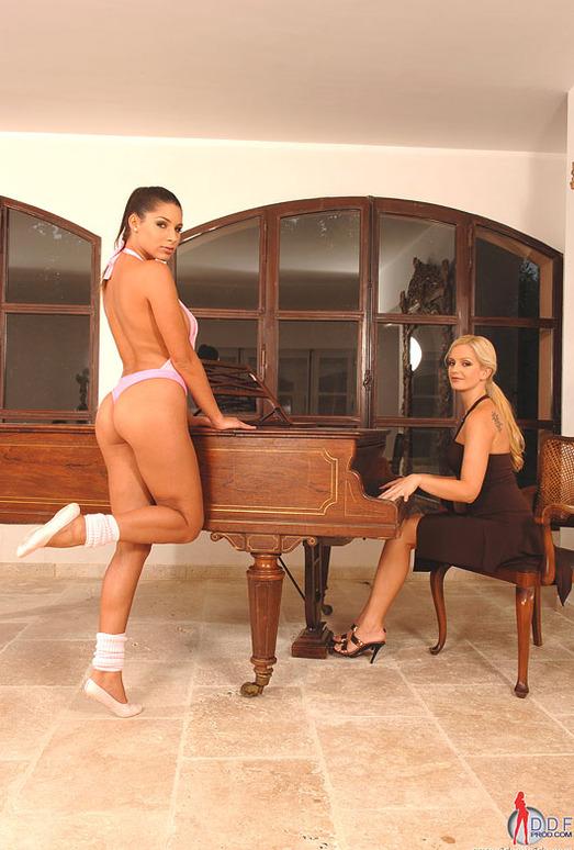 Sandra Shine & Zafira - Euro Girls on Girls
