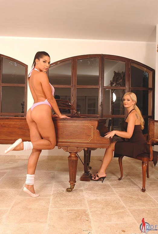 Sandra Shine & Zafira - Hot Legs and Feet