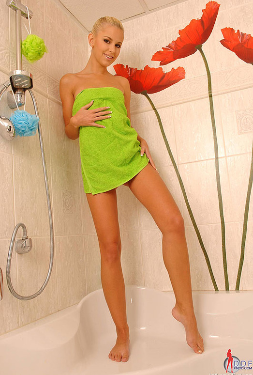 Lola - Hot Legs and Feet