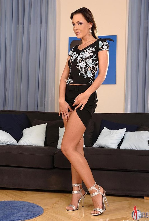 Veronica Carso - Hot Legs and Feet